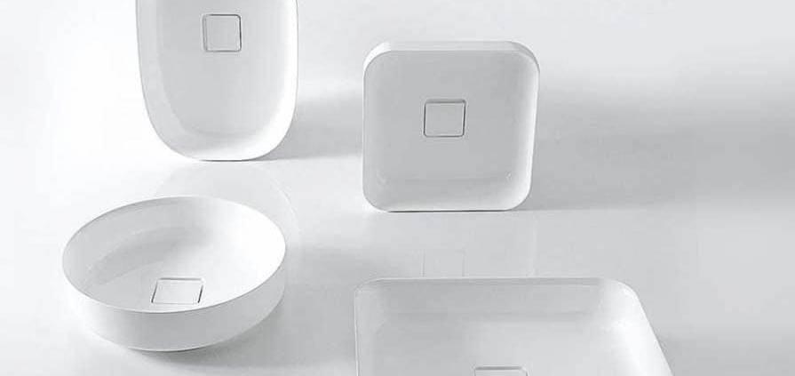 Les vasques Bolo, signées Mario Ferrarini, confortent la recherche permanente de la marque antoniolupi dans la création de solutions novatrices. Composée de Ceramilux, la gamme, riche de 4 formes, tend à exploiter le matériau, jusqu'à ses limites. ©antoniolupi distribué par RBC (Lyon 2ème)