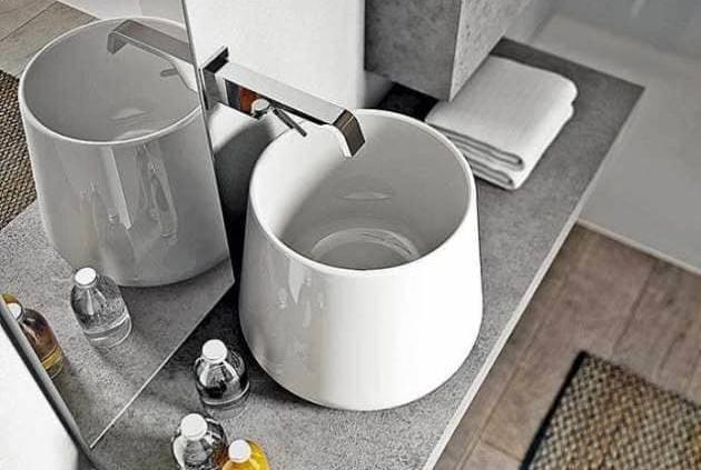 La collection Cubik s'inscrit dans une simplicité et une élégance contemporaine. La vasque semble délicatement posée sur le plan, aspect ciment, traduisant une nouvelle approche de compositions. ©Idea Group