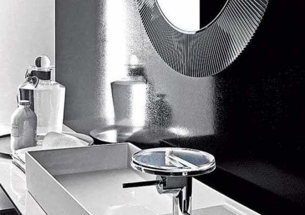 La collection signée Kartell+Laufen offre une multitude de combinaisons. Les vasques, portées par l'innovation SaphirKeramik®, qui leur octroie une finesse laissant place à toutes les audaces. Le trop-plein disparaît et ne laisse que l'essentiel. ©Kartell+Laufen distribué par Richardson (Lyon 7ème)