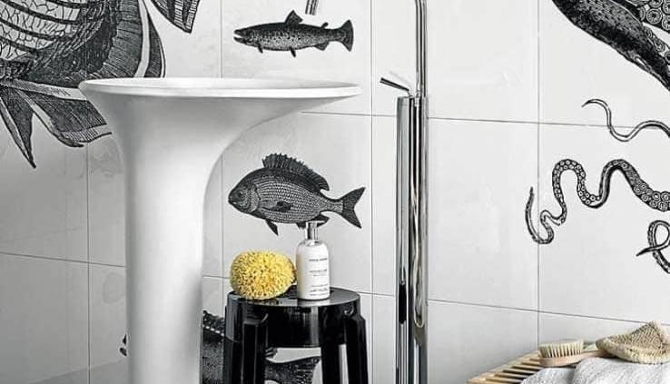 Faraway/Round est une vasque-îlot légère, soulignée par une embase asymétrique, qui dévoile une infinité d'agencements : contre le mur, avec robinetterie murale ou liée à un ensemble de meubles sur le côté, en version solo… ©Kos distribué par David B