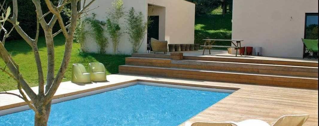 Plage de piscine réalisée par Alliance Bois (Tassin-La-Demi-Lune).
