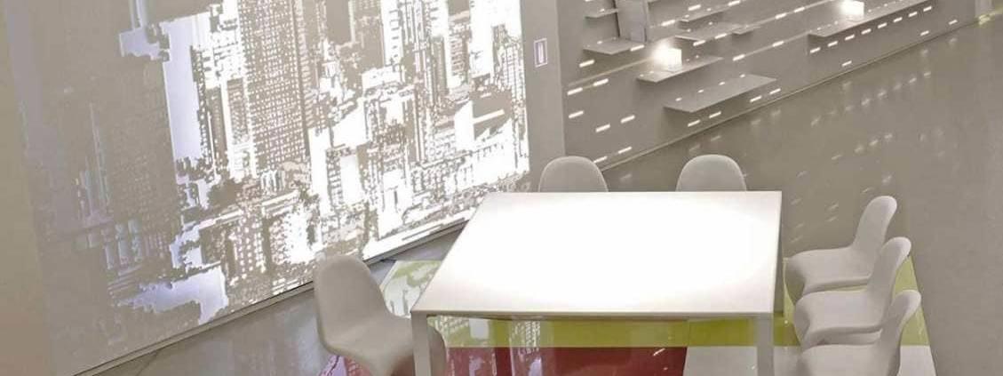 L'architecte Jean Nouvel délivre une interprétation du matériau avec la lumière. Dining Room et Kitchen de Jean Nouvel. Photo Leo Torri pour DuPontTM Corian®