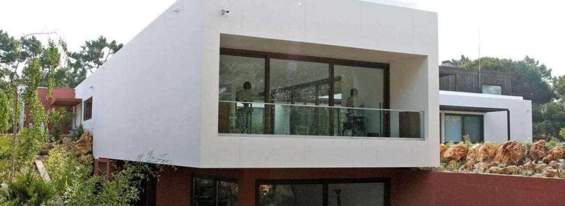 Première façade résidentielle réalisée en Corian®. Architecte Duarte Pinto Coelho. ©DuPontTM Corian®
