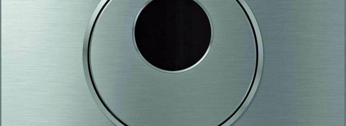 Plaque de déclenchement design Sigma10, millimétrique, en inox brossé. ©Geberit
