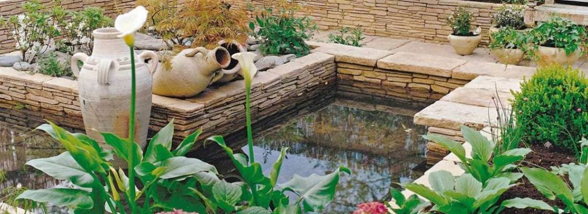 Blocs Schistone, aspect feuilleté, pour bassins et fontaines. Reconstitués et ingélifs. ©Bradstone distribué par Jardinerie Miachon (Montagny)