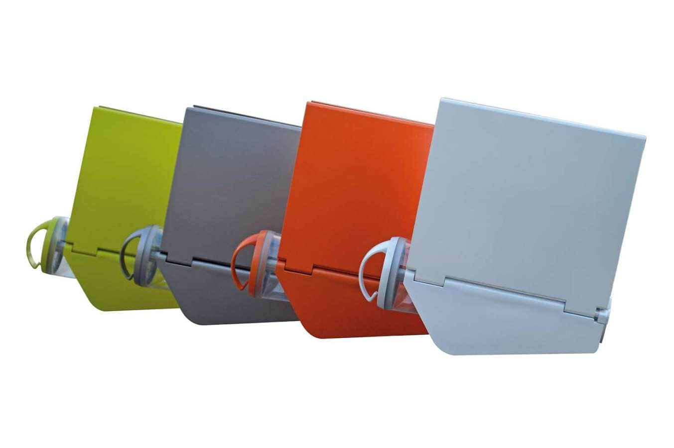 Lampe solaire nomade présentant la forme d'un papillon, les ailes incorporant les panneaux solaires. Autonomie de 4 à 12 heures. Rechargeable en 6 heures. ©Excloosiva distribué par ilightyou.com