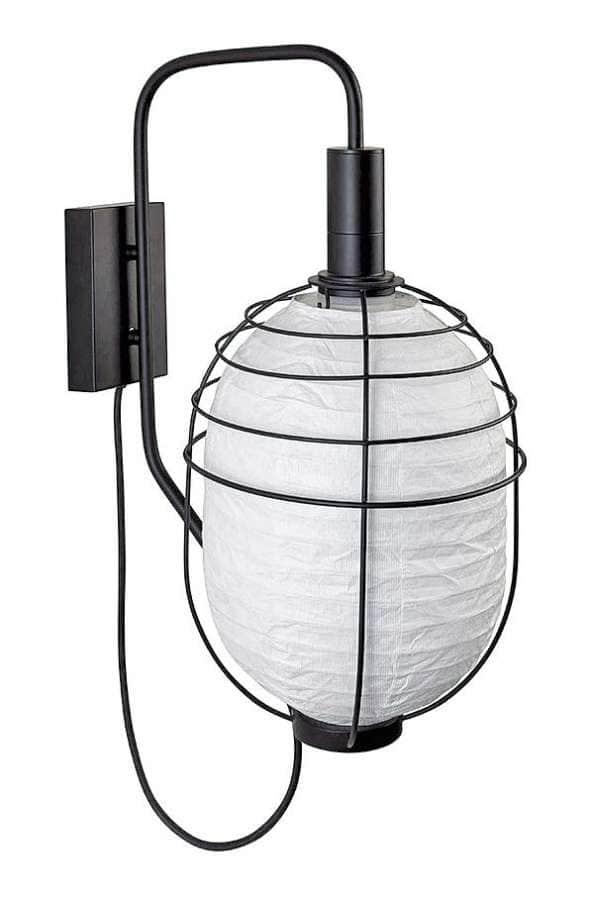 Applique d'extérieur, avec une structure cage en métal laqué, un abat-jour en Tyvek, papier tissé étanche, et un câble en caoutchouc. Design Arik Levy. ©Forestier distribué par Ouest Luminaires (Lentilly)