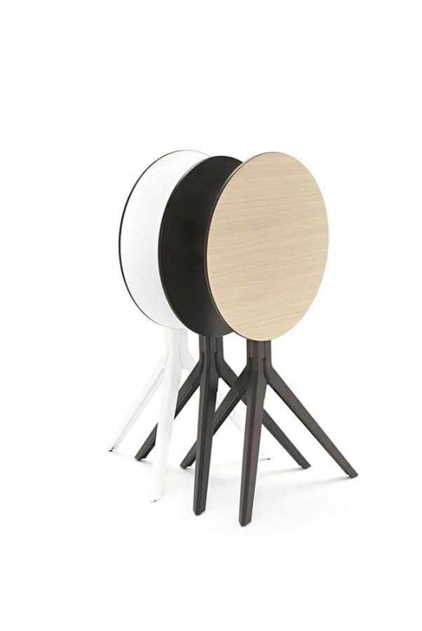 Partenaire idéal pour la nouvelle chaise Tolix, le guéridon pliable est également imaginé par Patrick Norguet, tout en étant encastrable. ©Tolix