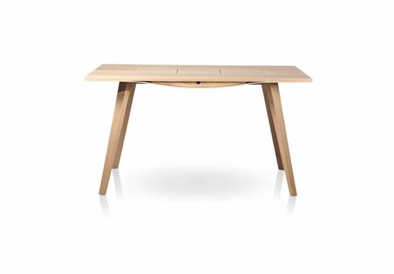 Ce bureau en chêne ou noyer prône la souplesse et la robustesse. Finitions naturelles. Design Marco Sousa Santos. ©Branca lisboa