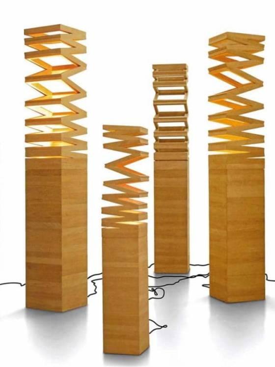 Luminaires de jardin sur pied, avec un éclairage général, enrobés de bois. Design Nakarin Kamseela. ©Deesawat