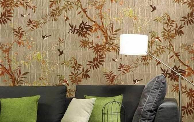 Eve dans la collection Pleats d'Elitis déplie ses feuilles de papier sur lesquelles des oiseaux s'envolent… La fraicheur et l'ambiance bucolique des motifs s'associent à un effet matière inédit. ©Elitis