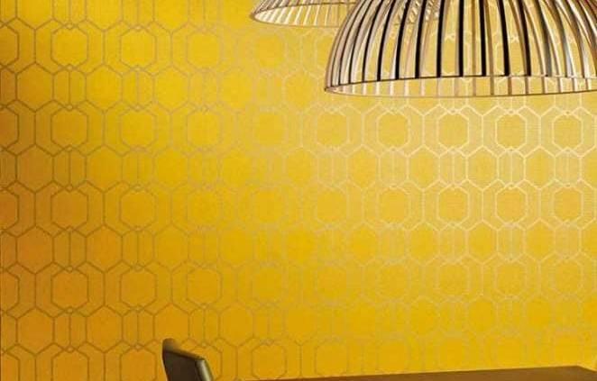 La collection Pure Impulse s'exprime par une diversité, un mélange de styles et une pointe d'émotion. Le décor Gatsby s'imprègne d'Art Déco, fort d'un tourbillon de maillons graphiques et de formes géométriques industrielles, pour un effet vintage. Les couleurs sont au rendez-vous, tout autant que les jeux de lumière et de relief. ©Hookedonwalls