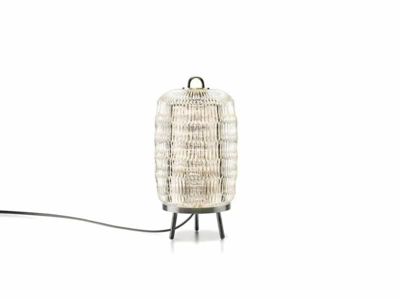 Telle une lanterne japonaise, ce luminaire revisite le motif en biseau allongé dit « grain de riz ». Existe en suspension ou en applique, avec un halo doré. Philippe Nigor Talent de l'année Maison & Objet Septembre 2014. ©Baccarat