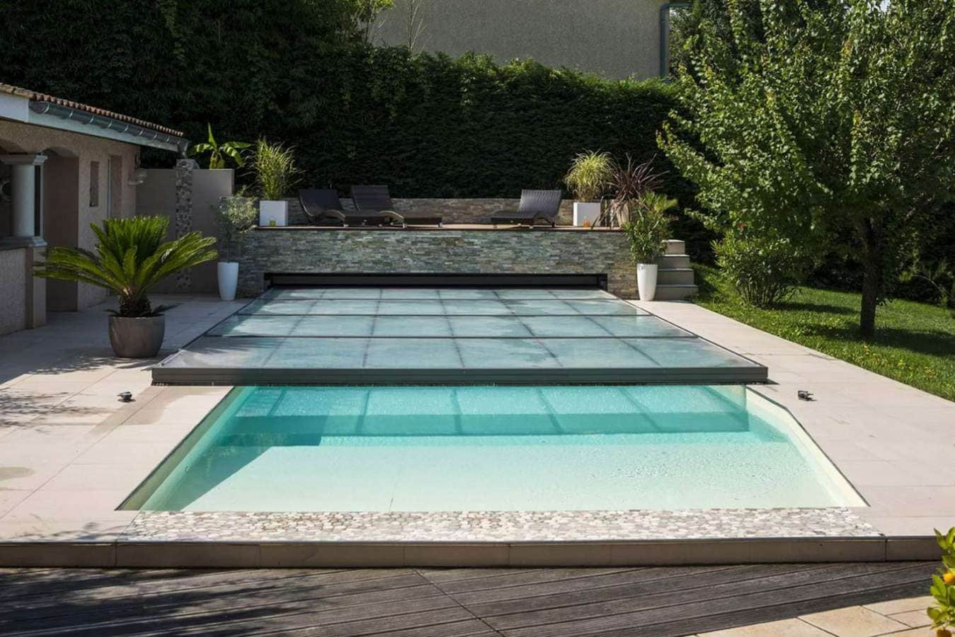 Abrisud bordeaux cheap couverture de scurit automatique for Dome pour piscine pas cher