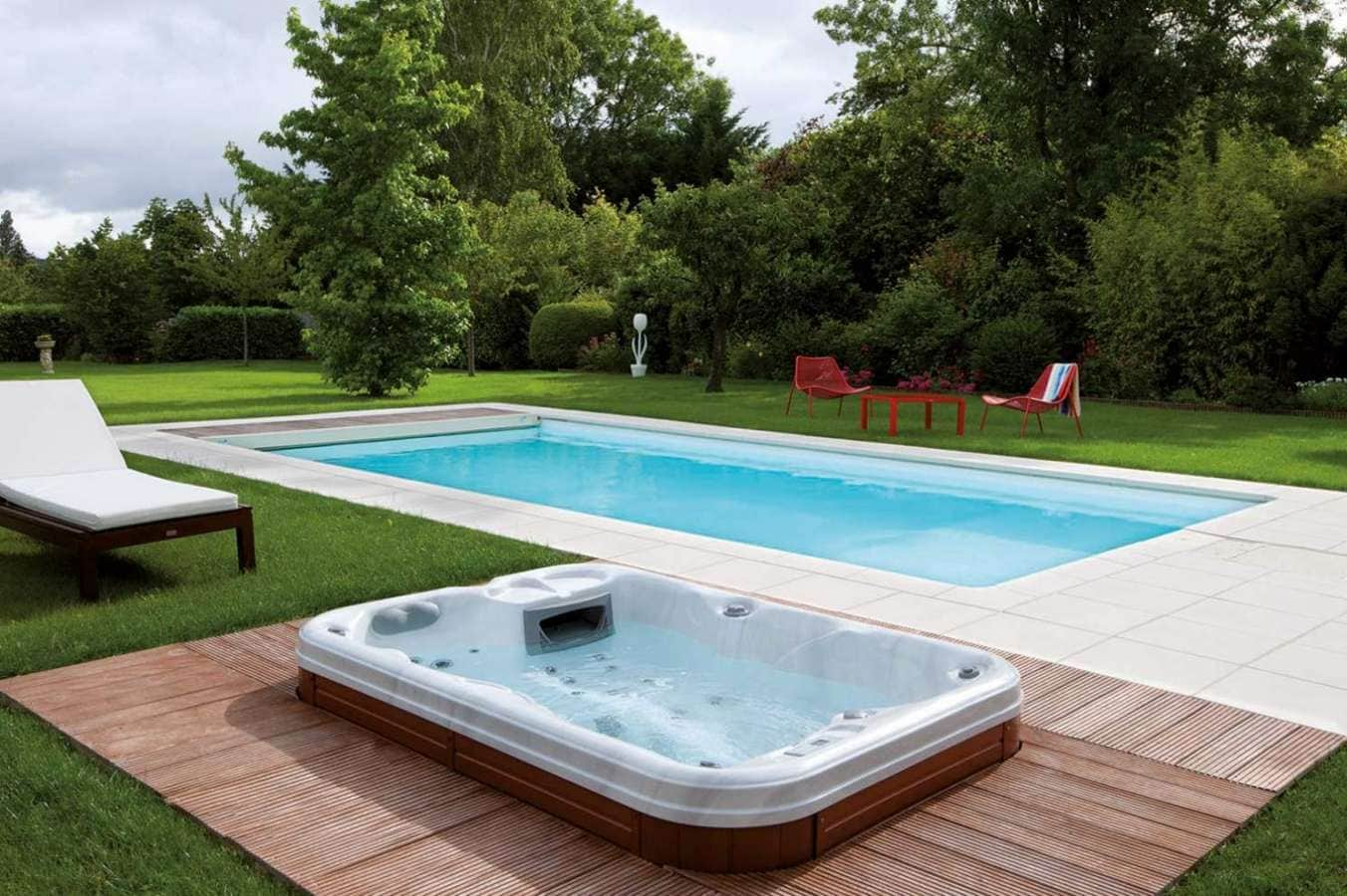 Paradis aquatique for Piscine semi enterree desjoyaux