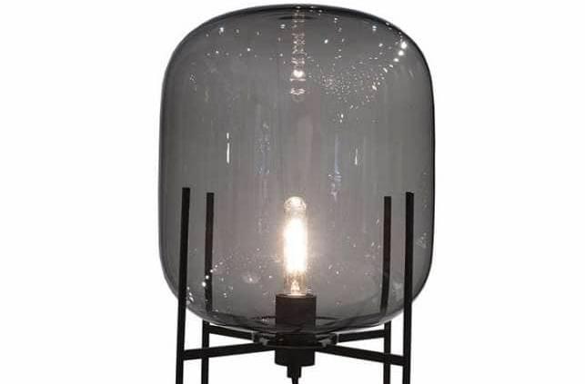 Lampe sur pied en verre. Design Sebastian Herkner. ©Pulpo
