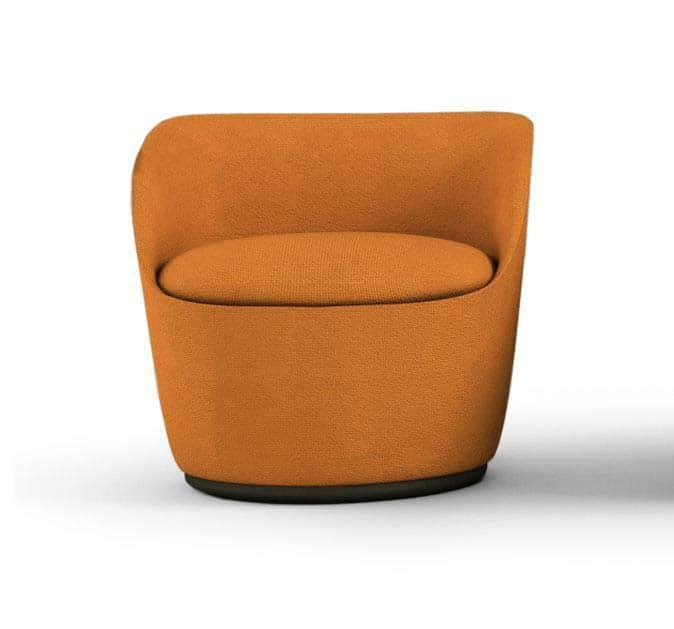 Les 4 fauteuils Radar ont un signe distinctif : le dossier à la forme moulante. Disponibles sur base tournante. En tissu ou cuir. Design Claesson, Koivisto, Rune Casamania. ©Casamania