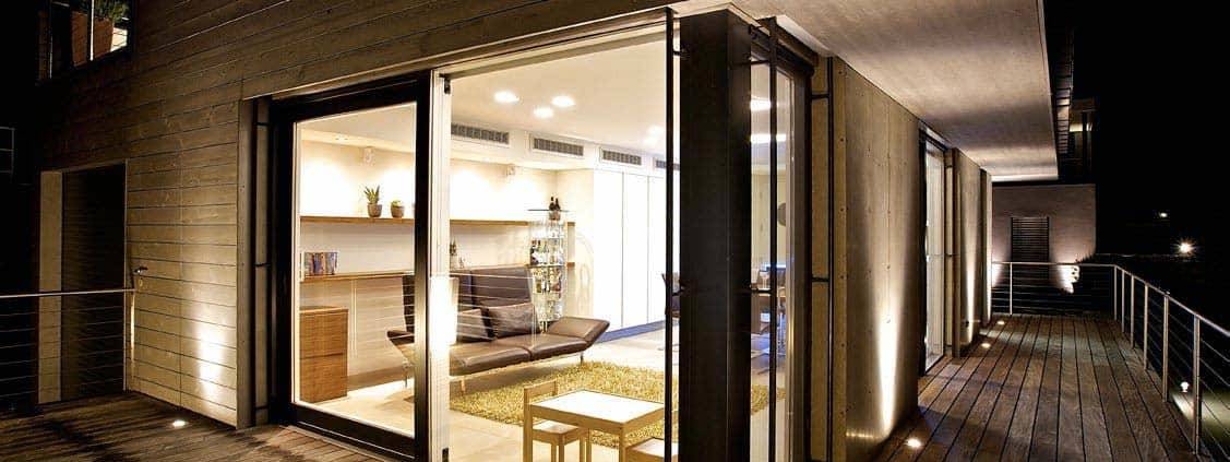 Intégration de luminaire à encastrer Filo, en aluminium. Architecte Rooms ARMW. ©XAL