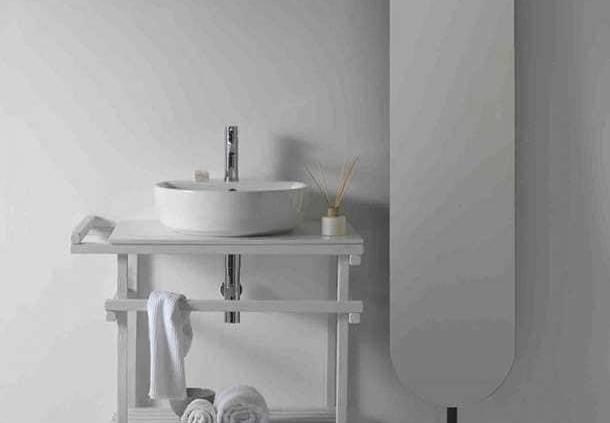Parce que l'univers de la salle de bains s'exprime également par l'unicité des éléments, Galassia Italy présente la gamme Eden : lavabos, receveurs de douche et baignoire. Elle répond à une envie de « Total Look » à un prix accessible, portée par la céramique. Eden s'inscrit comme une empreinte naturelle, le style taillé directement dans des lignes pures. ©Galassia Italy