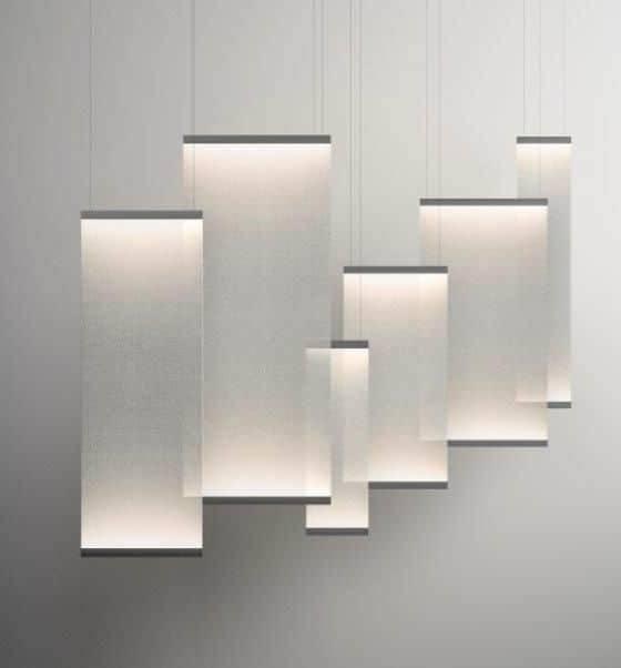 Nouveau type d'éclairage, devenant cloison. Une expérience lumineuse, éclairant de mille façon différentes selon l'application. 3 modèles qui offrent de multiples possibilités, la lumière réagissant avec les réflexions du tissu suspendu, spécifique à chacun. ©Vibia