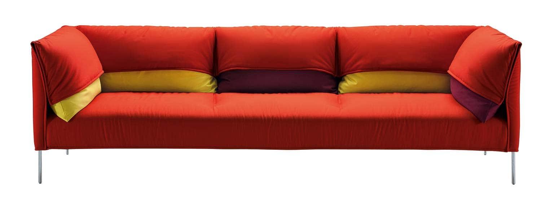 Canapé en aluminium poli et polyuréthane. Design par Anna von Schewen. ©Zanotta
