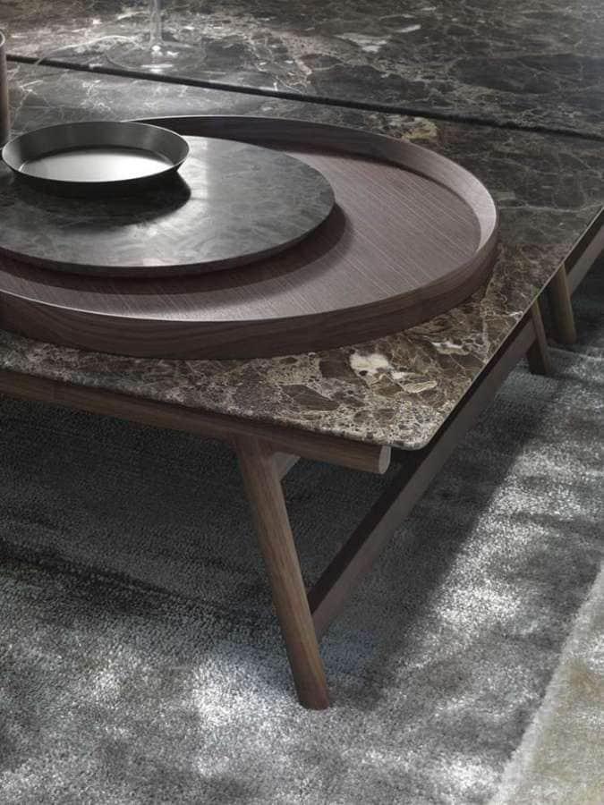 Sur le Salon du Meuble Flexform retranscrit toute l'élégance du design italien, avec des matériaux nobles, soie, marbre, bois… ©Flexform
