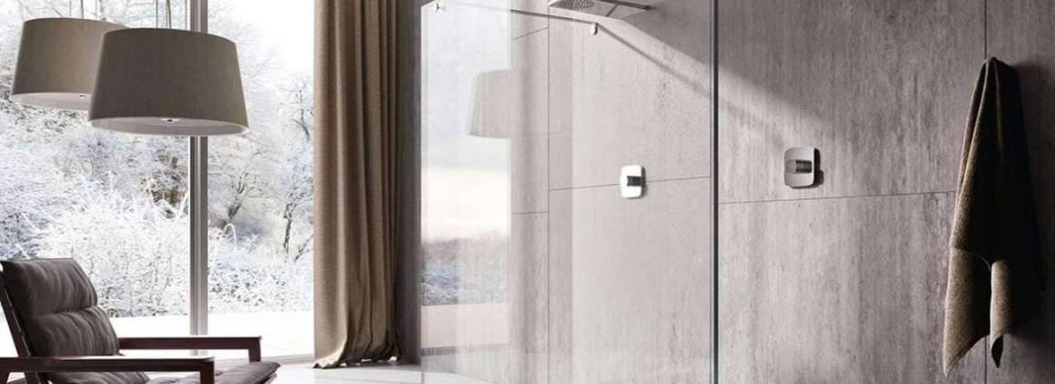 Le receveur, conçu par Marc Sadler, est réalisé en Crystatech® présentant toutes les qualités fonctionnelles d'une douche plate, résistant et durable. Il n'y a pas de limite à la personnalisation et peut être coupé dans n'importe quelle forme. ©Treesse