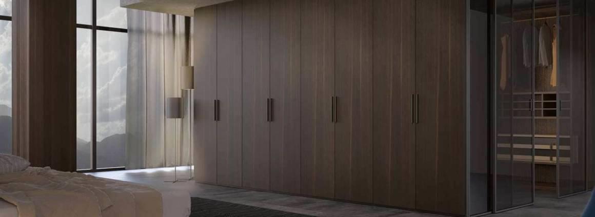 Une boîte dans la boîte ou un dressing dans le dressing. I-Box Plain s'exprime via des nuances linéaires, optimisant chaque surface. Ici, l'élégance prend l'apparence de chêne fumé. Afin de répondre à tous les intérieurs, le programme est particulièrement flexible, emmené par des qualités visuelles fortes. Il peut facilement s'assortir avec des meubles existants. ©MisuraEmme