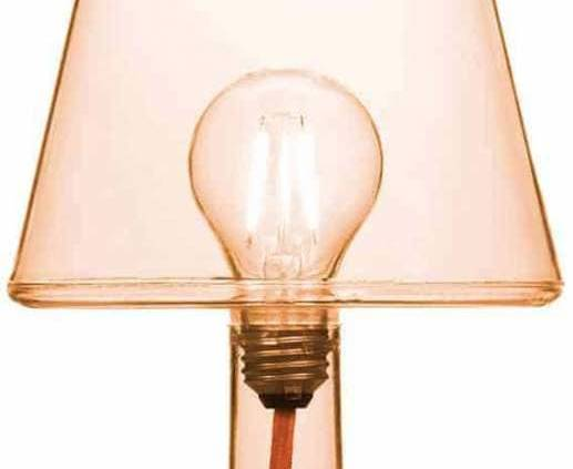Fatboy, Transloetje - Lampe à poser révélant l'ampoule LED, grâce au façonnage du polyéthylène Sans fil et rechargeable. Interrupteur tactile avec trois degrés de luminosité. ©Fatboy