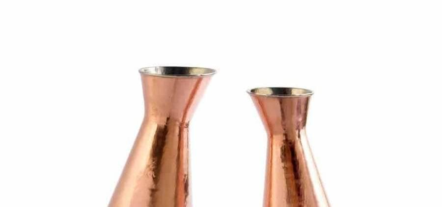 Paola C. Broka & Brokina - Élégante paire de carafe, fonctionnant en duo, conçue en cuivre avec du zinc à l'intérieur. ©Paola C.