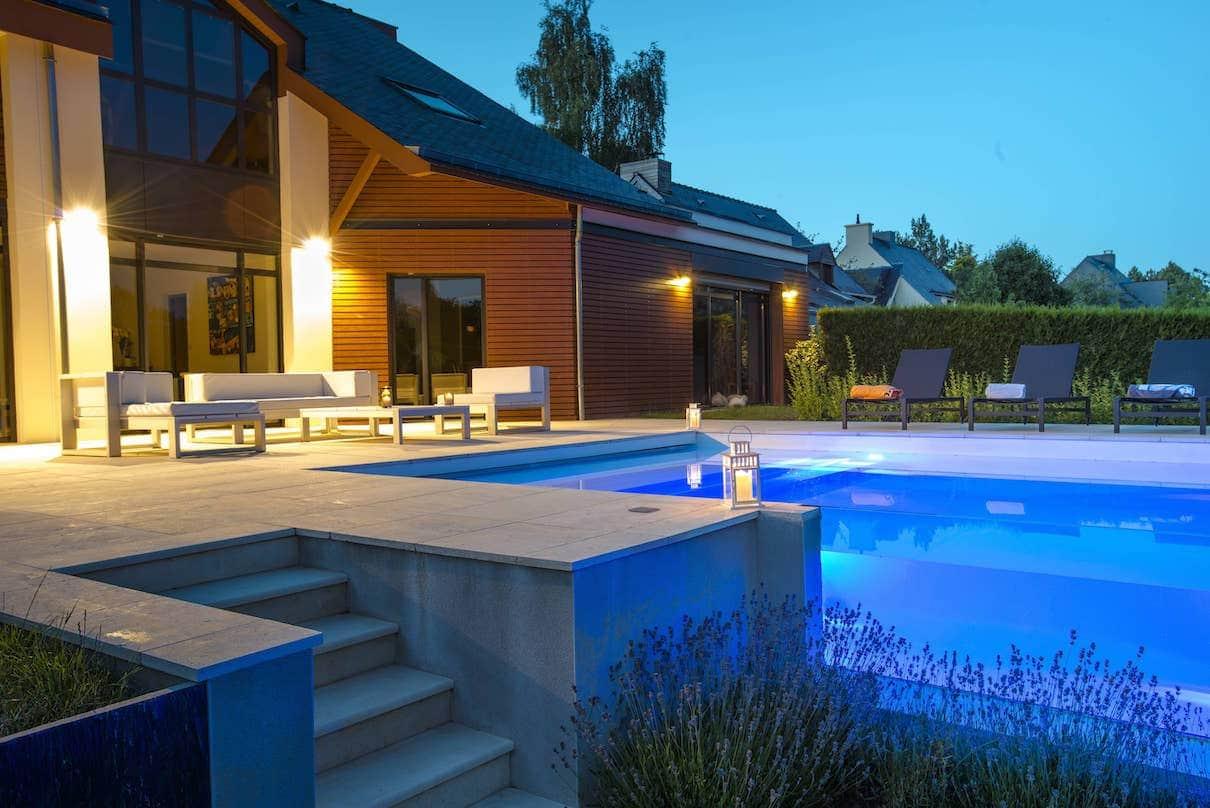 Piscine et spa 2016 living pool for Piscine avec solarium