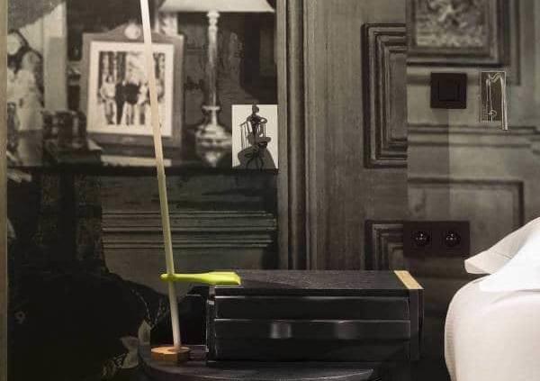En 2015, Christian Lacroix rend hommage au quartier d'artisans de Charonne, avec l'architecte d'intérieur Philippe Medioni, au sein de cet ancien couvent. 5 étages racontent une histoire, avec une expression stylistique forte, que l'on retrouve jusqu'à la façade. Établissement rénové en 2015 par Christian Lacroix. Photographe Christophe Bielsa.
