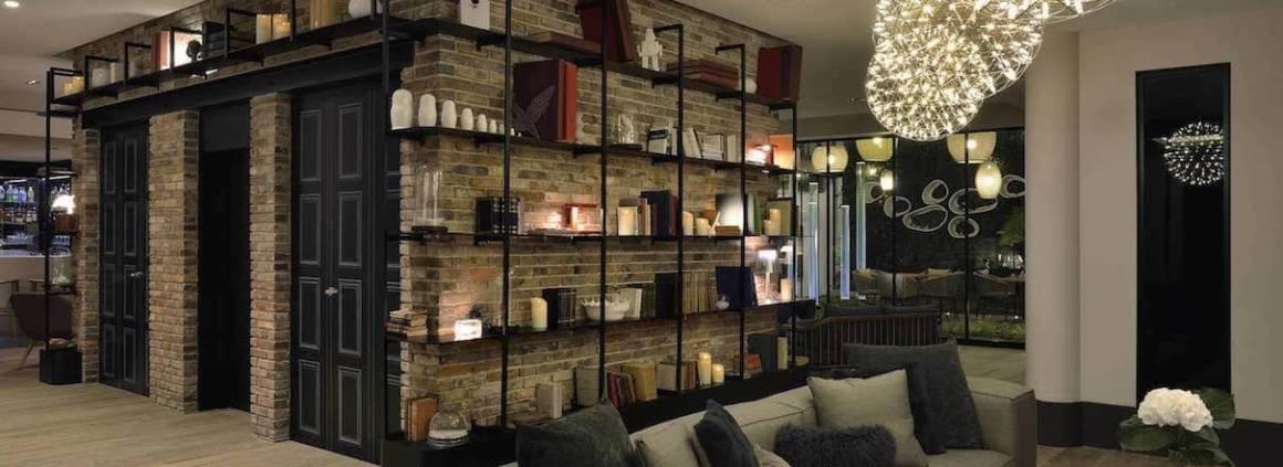 L'hôtel a été restauré en 2014 par l'architecte Mickaël Tanguy et l'agence d'architecture d'intérieur Blanchet d'Istria. La convivialité s'exprime par le lobby, la modularité par la chambre.
