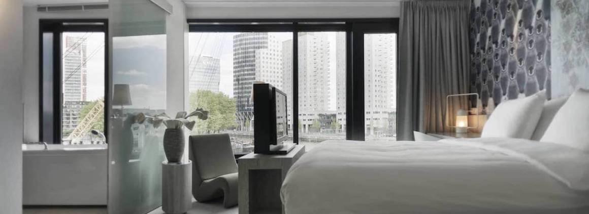 Ouvert en 2013, l'hôtel est dédié au plaisir ou au travail. Il prend ses assises dans l'un des bâtiments emblématiques dessiné par Rem Koolhaas, designé par le cabinet MAS Architecture et décoré par la designer Feran Thomassen. Les chambres fonctionnelles, et graphiques jouent sur les volumes et les ambiances.