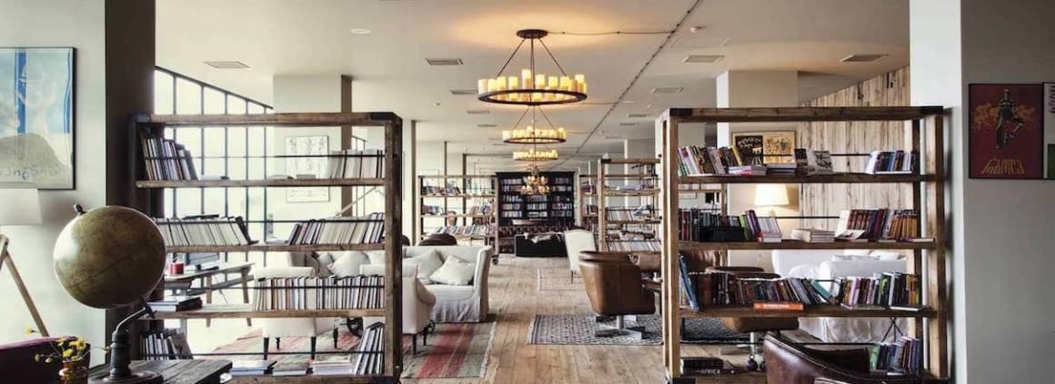 Dans le massif du Caucase, culminant à 1750 mètres, cet hôtel met à l'honneur le confort, la convivialité, via des salons spacieux, une bibliothèque… entre verre, bois, acier, imaginé par le duo de design Nata Janberidze et Keti Toloraia.