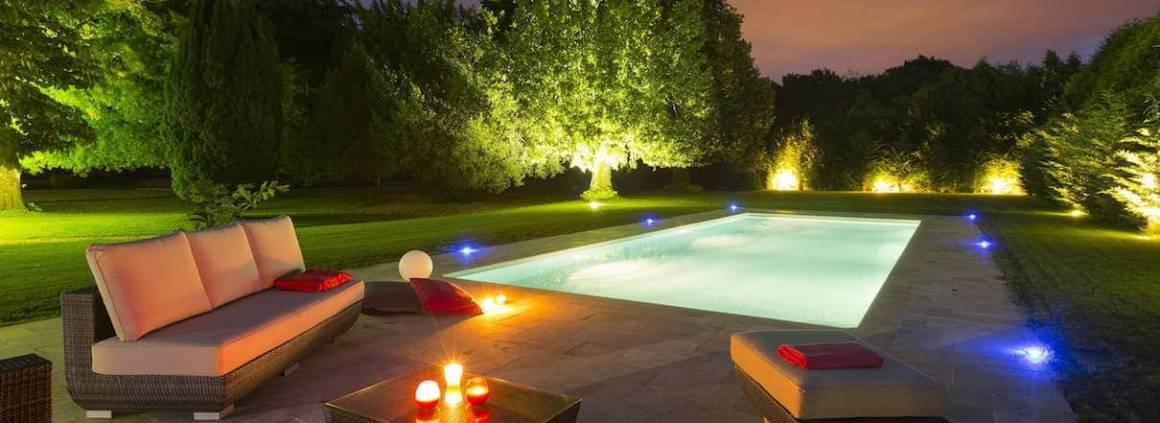 Mondial Piscine - La piscine Classic'Ô privilégie la convivialité, pensée pour les longues soirées à partager ! Elle peut se personnaliser au gré de vos desiderata, avec même l'intégration d'une banquette balnéo !
