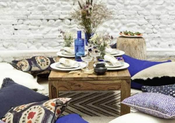 Collection d'accessoires présentant les modèles Jaipur (lin), Soria (soie), Karma (lin), Sama (lin) et le tapis Sequoia (jute).