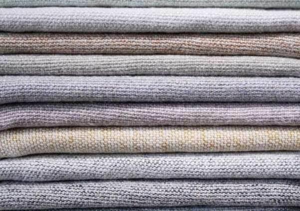 Collection Assouan, métissage d'un lin lourd naturel et d'un fil de lin coloré.
