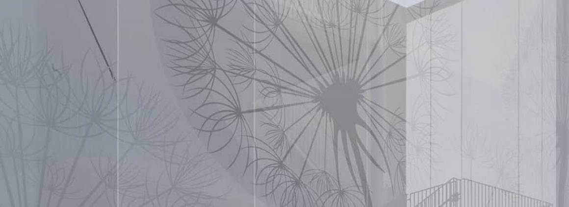 Habillant le centre socio-culturel ancré dans un ancien terrain d'aviation, en Allemagne, cette façade bioclimatique ouvre littéralement le champ des possibles. Imprimée en Soltis FT381, cette membrane accentue l'identité du bâtiment avec une impression numérique recouverte d'une couche de vernis anti-UV. Elle agit comme un filtre laissant une parfaite visibilité vers l'extérieur, tout en protégeant les ouvertures. Elle confère au bâtiment une aura unique, à l'origine de son nom « Solitaire ». La nuit venue, la membrane issue d'un processus de fabrication unique breveté Précontraint Serge Ferrari, rend hommage à la lumière et à l'architecture sous-jacente. Un matériau particulièrement pérenne, qui en prime, pourra être recyclé intégralement en fin de vie. ©Serge Ferrari
