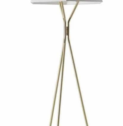 Solitaire - Le lampadaire se présente comme une pierre précieuse, sertie sur la griffe d'un bijou. Et il peut ! L'abat-jour à facettes est posé sur un trépied graphique en laiton. Design Emilie Cathelineau. ©CVL Luminaires