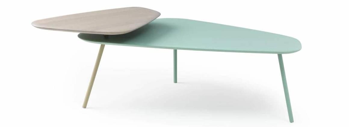 Tilio - La table basse de salon voit double avec ses plateaux en chêne massif verni et laqué. Design Stephan Veit. ©Leolux