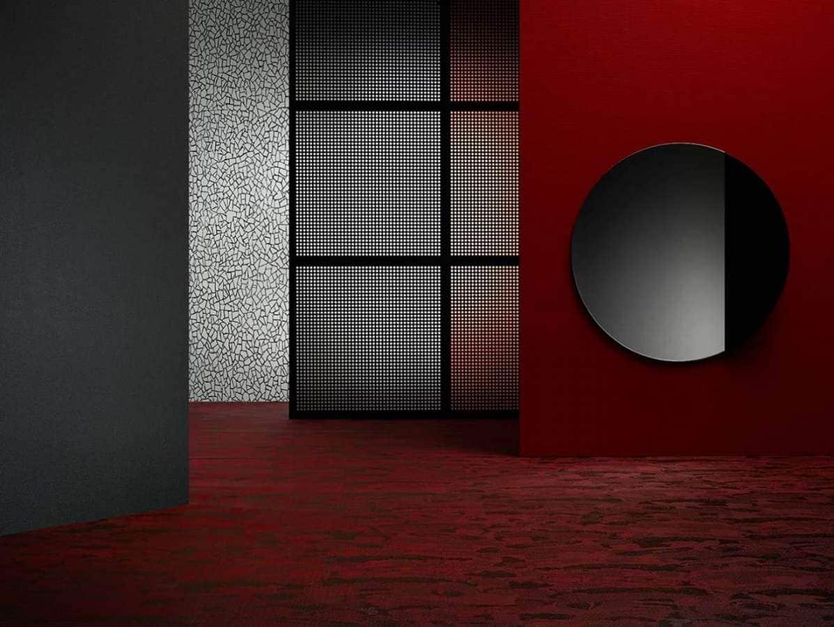 La nouvelle collection de revêtements de sol Bolon By You en vinyl tressé, imaginée par Doshi Levien, est fascinante. 6 motifs, 4 couleurs de chaîne et 12 couleurs de trame, sans omettre la possibilité de créer et commander des designs personnalisés… Une véritable invitation à l'expérimentation, au service de l'éloquence des volumes, emmenée par des effets visuels 3D bluffants et des reflets de lumière dans les motifs. ©Bolon