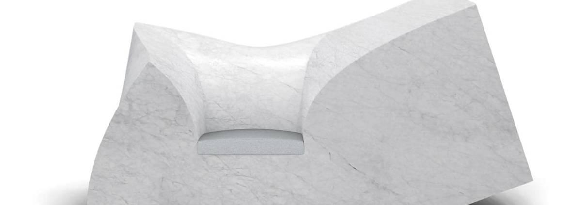 Moooi, Compression - Il fallait le faire, un canapé ou plutôt une œuvre en marbre de Carrare, pesant 6 tonnes, aux courbes généreuses. Design Paul Cocksedge. ©Moooi
