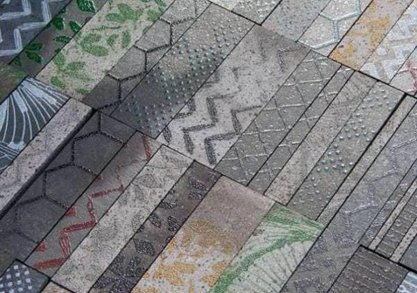 En fusion - Nerosicilia est une pierre de lave extraite des pentes de l'Etna. La collection iTessuti répond à des envies de créations infinies, avec ses pièces coupées, qui habillent l'espace comme bon vous semble, mises en relief par un travail artistique fait à la main. ©Nerosicilia - Mosaïcomicro
