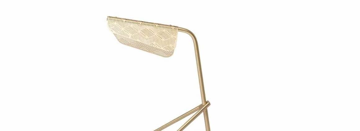 Petite Friture, Mediterranea - Élégante série de luminaires en laiton brossé, associés à la technologie LED. Le voile de métal diffuse la lumière via un motif géométrique. Design Noé Duchaufour-Lawrance. ©Petite Friture