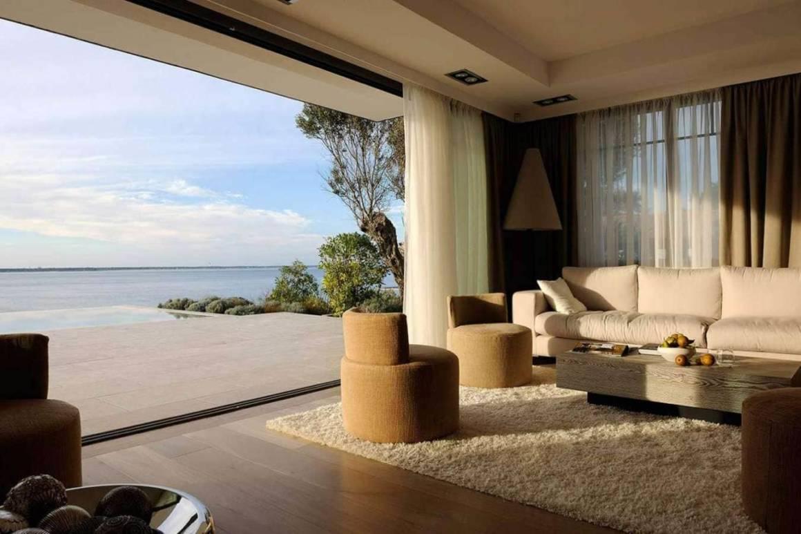 Salon panoramique au sein de la nouvelle extension, avec vue sur le banc d'Arguin et le Cap Ferret. Réalisation Ikone® - Photographe Erick Saillet