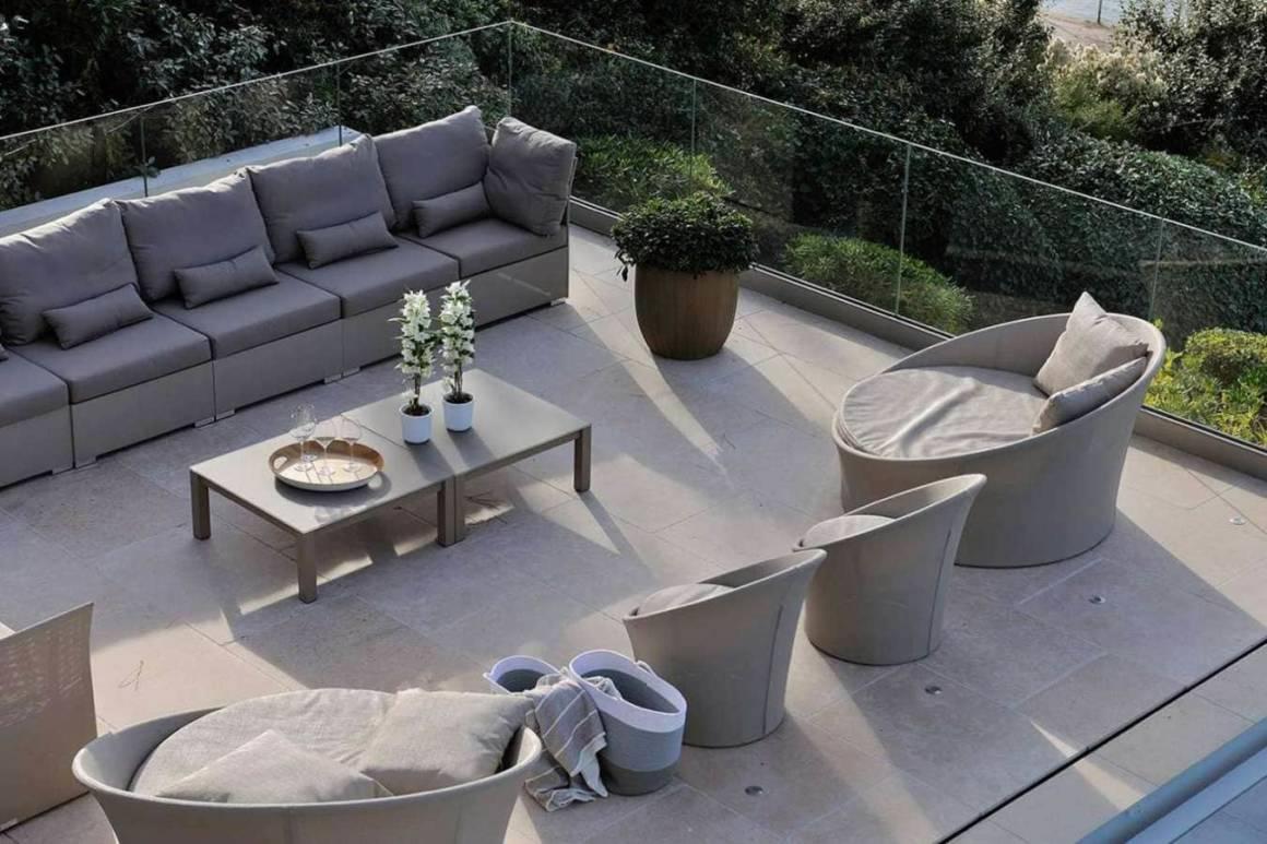 Terrasse de piscine orientée sur le banc d'Arguin. Réalisation Ikone® - Photographe Erick Saillet