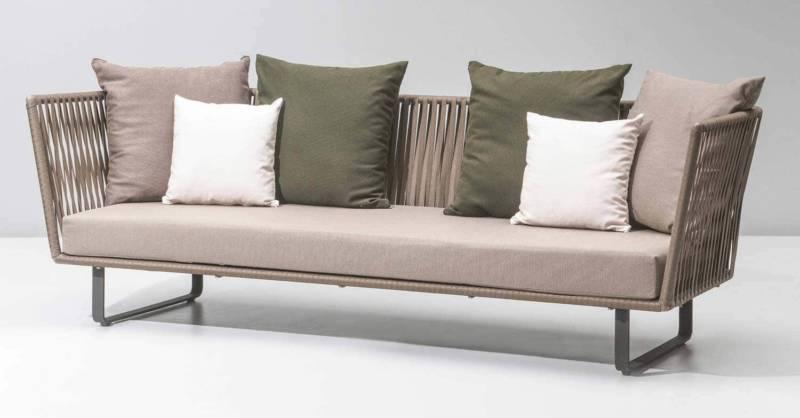 Kettal, Bitta – Canapé 3 places, structure en aluminium, assise en corde polyester tressée. 250 L x 81 H x 89 P cm