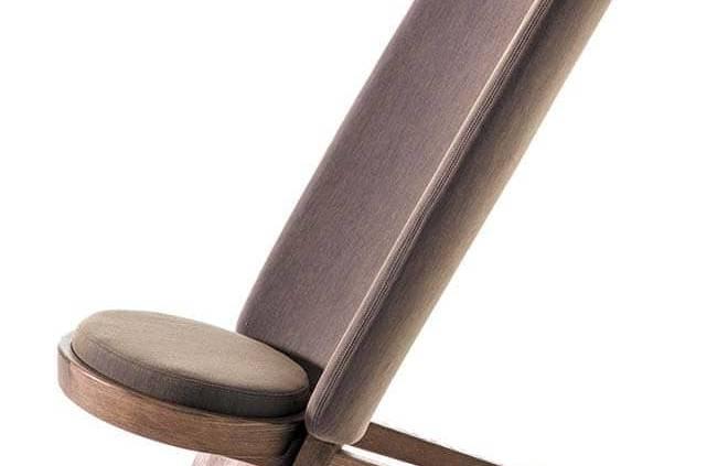 Chaise Jambo (African), en flatpack, inspirée d'un siège trouvé dans l'atelier d'un ami par Mermelada Estudio. ©Moroso