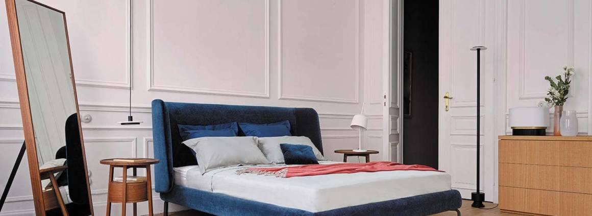 Lit Desdémone imaginé par Nada Nasrallah & Christian Horner, avec une tête de lit tapissée. 160 x 200 cm ou 180 x 200 cm